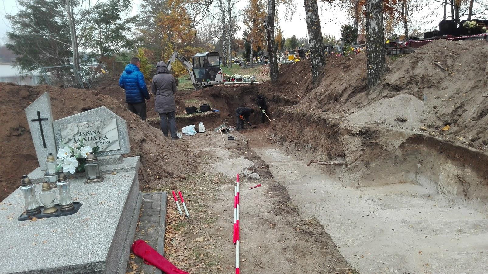 """Ruszyły prace poszukiwawcze na cmentarzu """"Piaski"""""""